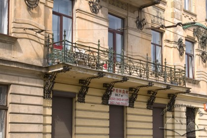 Вул. Руставелі, 8-8а. Один з балконів на 2-му поверсі