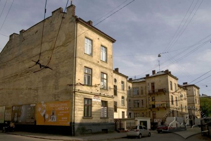 Вул. Руставелі, 8-8а. Вигляд будинку з тильного боку, з вул. Костомарова