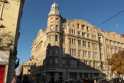Вул. Галицька, 21. Загальний вигляд будівлі з пл. Галицької