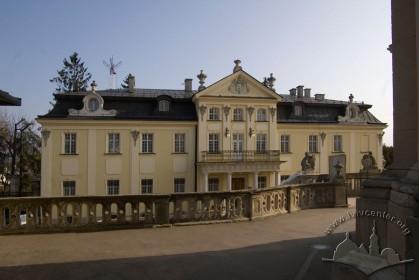 Пл. Св. Юра, 5. Головний фасад палацу