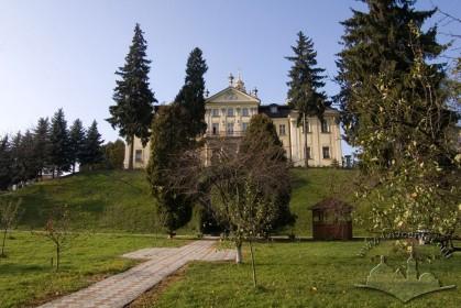 Пл. Св. Юра, 5. Тильний фасад з боку колишніх монастирських садів