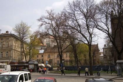 Пл. Галицька, 10. Вид на палац з площі Галицької
