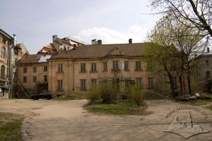 Пл. Галицька, 10. Вид на головний фасад