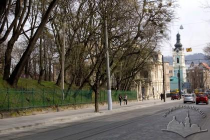 Перспектива вул. Коперника, за деревами - будинок палацу (№40а)