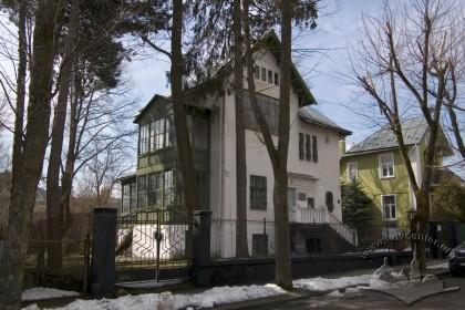 Вул. І. Труша, 28. Вигляд будинку з вул. Труша