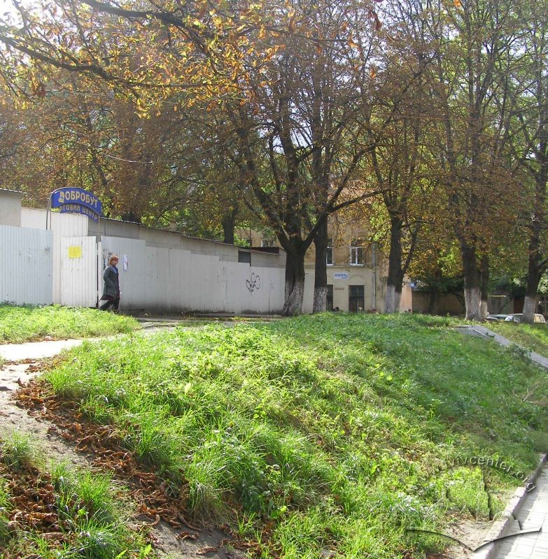 Vul. Sianska. Place where the synagogue building used to stand./Photo courtesy of Oksana Boyko
