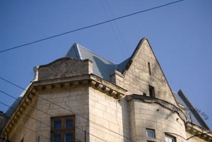 Вул. Академіка Богомольця, 2. Фрагмент фасаду в рівні 4-го пов.