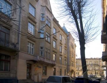 Вул. Академіка Богомольця, 2. Фасад з боку вул. Богомольця