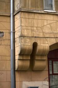 Вул. Академіка Богомольця, 2. Кронштейни, що підтримують еркер (фасад з боку вул. Франка)
