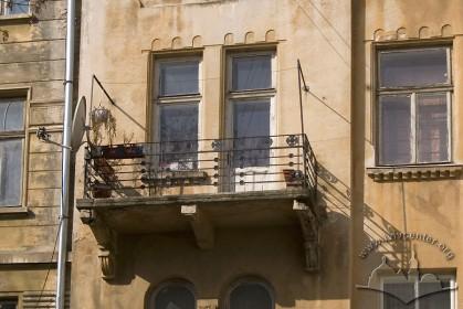 Вул. Академіка Богомольця, 7. Балкон 3-го пов.