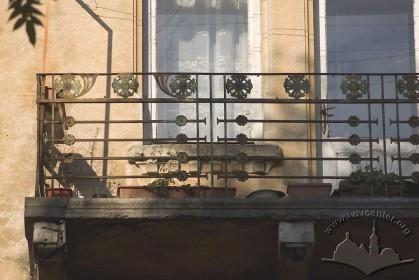 Вул. Академіка Богомольця, 7. Фрагмент балкону