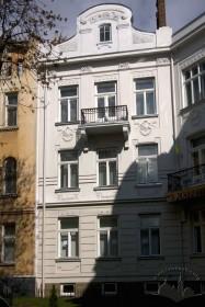 Вул. Академіка Богомольця, 9. Фрагмент фасаду