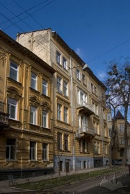 Vul. Bohomoltsia, 10. View of the lateral facade (from Klyonovycha str.)