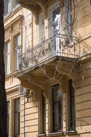 Vul. Bohomoltsia, 10. A 2nd floor balcony on the lateral facade