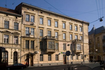Вул. Академіка Богомольця, 1. Фасад з боку вул. Франка
