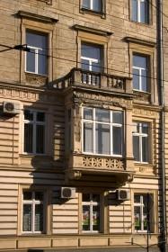 Вул. Академіка Богомольця, 1. Фрагмент фасаду з боку вул. Франка