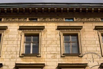Вул. Академіка Богомольця, 1. Фрагмент фасаду в рівні 4-го пов.