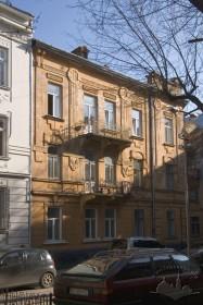 """Вул. Академіка Богомольця, 11а. Бічний фасад, орієнтований на """"рондо"""""""