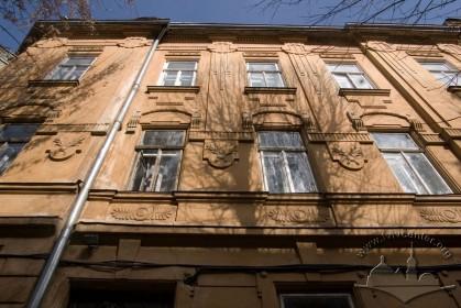 Вул. Академіка Богомольця, 11а. Фрагмент головного фасаду
