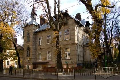 Вул. Генерала Чупринки, 19. Загальний вигляд будинку з заходу