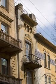Вул. Академіка Богомольця, 3. Фрагмент головного фасаду