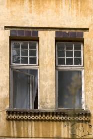 Вул. Академіка Богомольця, 3. Вікна 2-го пов.