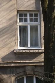 Вул. Котляревського, 15. Вікно 2-го поверху