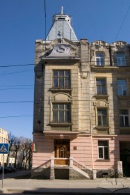 Вул. Генерала Чупринки, 47. Фрагмент головного фасаду
