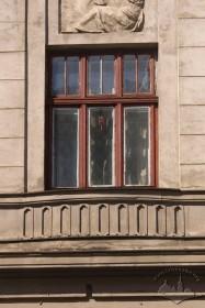 Вул. Генерала Чупринки, 60. Вікно 2-го поверху