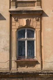 Вул. Котляревського, 22. Вікно 2-го поверху