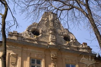 Вул. Котляревського, 22. Аттик над східним фасадом