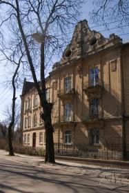 Головний фасад будинку №24 і фрагмент будинку №22 на вул. Котляревського