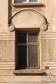 Вул. Нечуя-Левицького, 15. Одне з вікон 1-го поверху