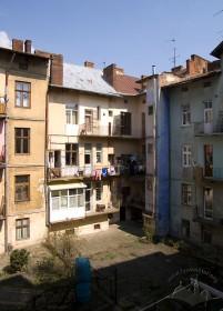 Вул. Нечуя-Левицького, 15. Вигляд з внутрішнього подвір'я