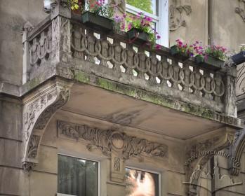 Вул. Нечуя-Левицького, 17. Один із балконів на 2-му поверсі