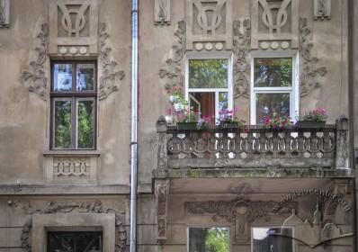 Вул. Нечуя-Левицького, 17. Вікно і балкон на 2-му поверсі