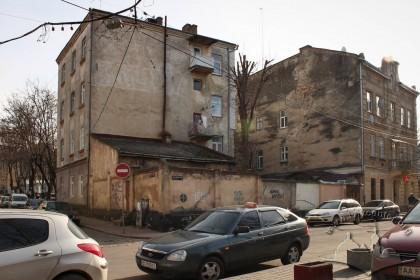 Оточена парканом ділянка на розі вулиць Сянської і Лазневої де розміщувалася хасидська синагога