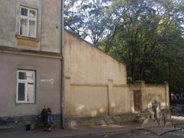 Вул. Сянська. Місце, де розташовувалася хасидська синагога.
