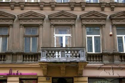 Вул. Дорошенка, 34. Фрагмент фасаду в рівні ІІ-го пов.