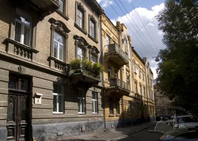 Вул. Глібова, 2. Вигляд головного фасаду з північного заходу