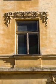 Вул. Глібова, 2. Вікно 2-го поверху