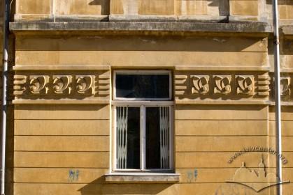 Вул. Глібова, 2. Вікно 1-го поверху