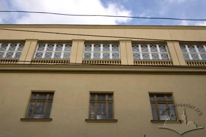 Вул. Дорошенка, 22. Фасад в рівні ІІІ-IV-го пов.