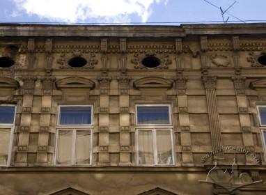 Вул. Дорошенка, 31. Фрагмент фасаду в рівні ІІІ-го пов.