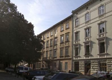 Вул. Федорова, 8. Вид на головний фасад з північного сходу