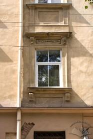 Вул. Федорова, 8. Вікно другого поверху