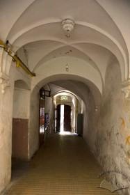 Вул. Федорова, 8. Вхідні сіни перекриті хрестовими склепіннями