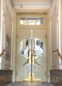 Вул. Академіка Богомольця, 6. Внутрішні двері між сіньми і сходовою кліткою