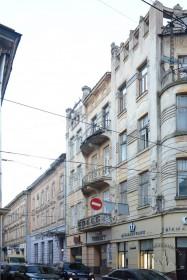 Вул. Дорошенка, 15. Фасад з боку вул. Банківської