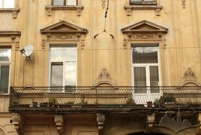 Вул. Личаківська, 3. Балкон і вікна 2-го поверху